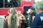 jim dandy & tour bus next to our motorcycle.jpg (56929 bytes)